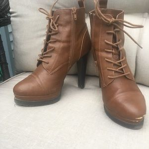 Brown Heeled Platform Lace-Up Boots